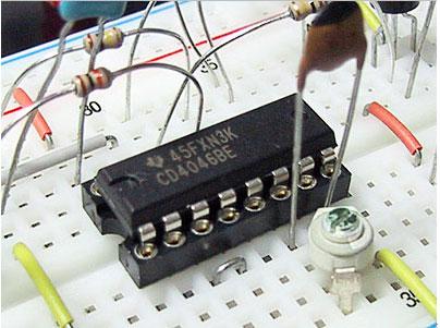 用CD4046作镍镉电池快速充电器