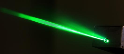 """日本开发出世界首个可产生""""纯""""绿色半导体激光器"""