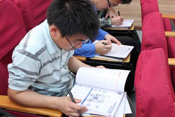 2011年EEPW高校电子技术论坛—华中科技大学