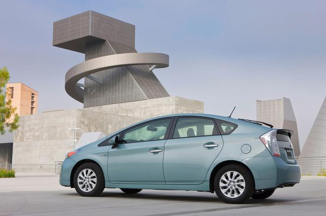 一次充电满足4天行驶需求:丰田开发全新V2H混合动力系统