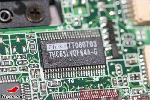 接口方面,eee  键盘配有hdmi接口,3个usb接口,vga和音频i/o接口,重量