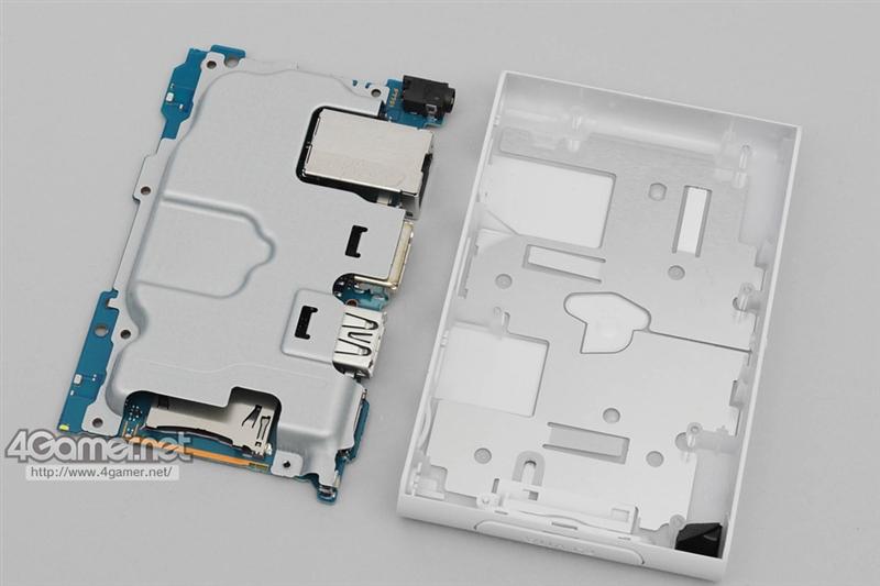 索尼首款游戏电视盒PS Vita TV拆解!