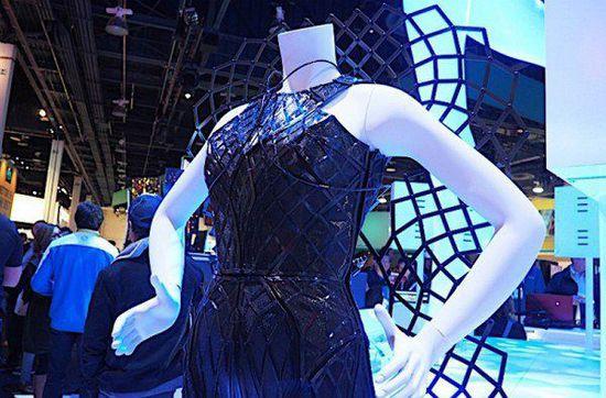 CES 2016:Intel与伙伴共同研发智能连衣裙 可变形