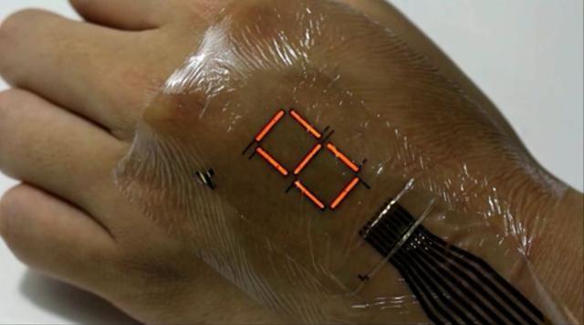 让人体变成显示屏:日本开发出电子皮肤