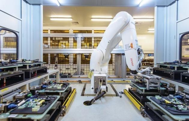黑灯工厂传说:中国制造业的自动化变革
