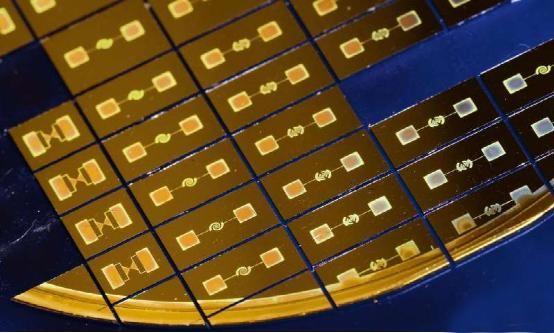 量子点为小型化太赫兹设备提供了新平台