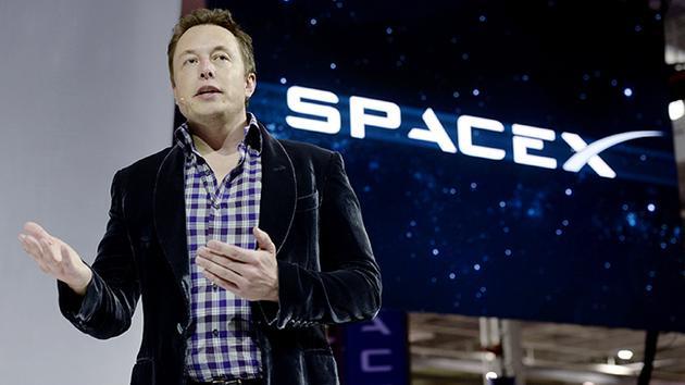 马斯克:明年SpaceX可完成主要火箭组件的100%再利用