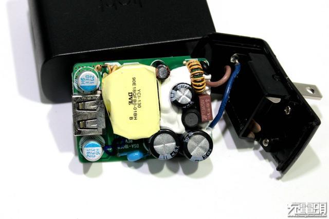 light七合一充电器拆解
