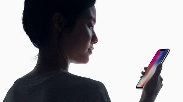 iphone X的 face ID采用的是3D结构光摄像头