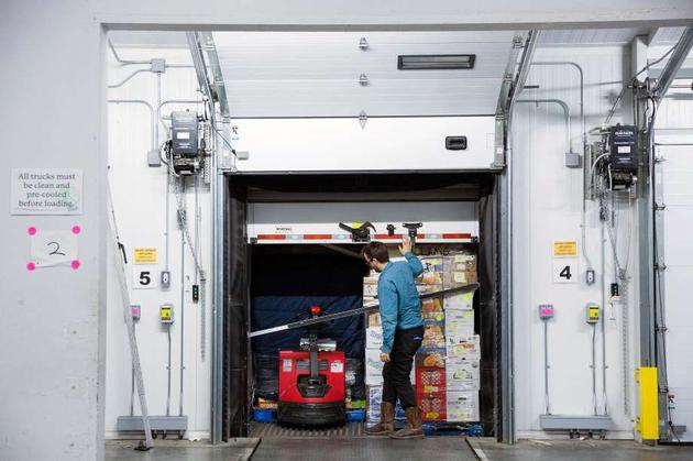 古德罗德正在检查货物,而后开往新墨西哥州。