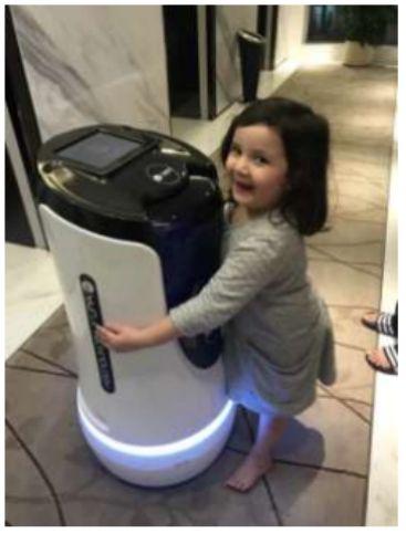 把AI嵌入到服务机器人产品中 创造更大值