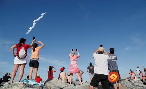 马斯克给上帝刷了火箭跟特斯拉,SpaceX未来将主宰太阳系?