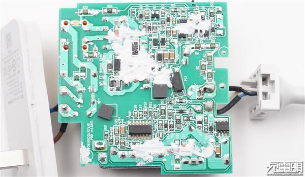 小米Type-C 65W电源适配器拆解:用料良心