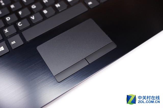 触控板虽小,但十分的灵敏,左右按键分离的设计也十分的方便。