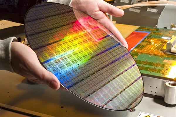中科院阿里云发布11比特云超导量子处理器