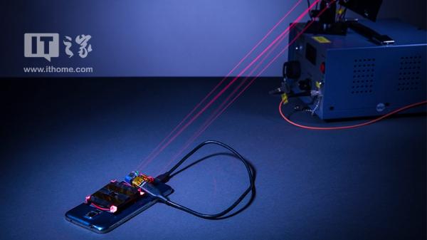 """真·无线充电:华盛顿大学发明""""镭射充电法"""" 隔4米也能充"""