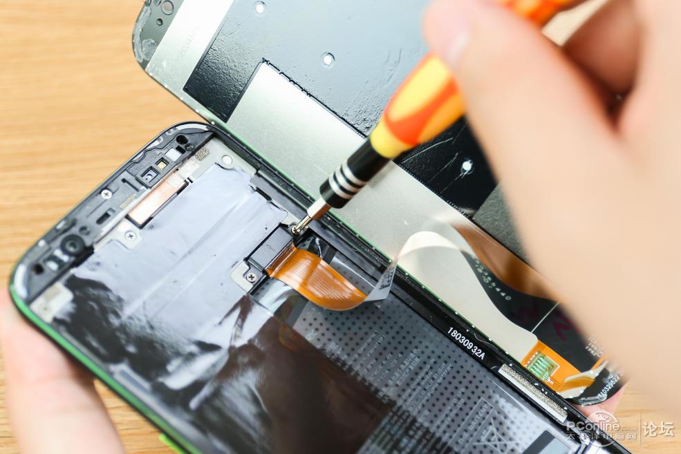 黑鲨手机详细拆解:手机内部加入液冷散热