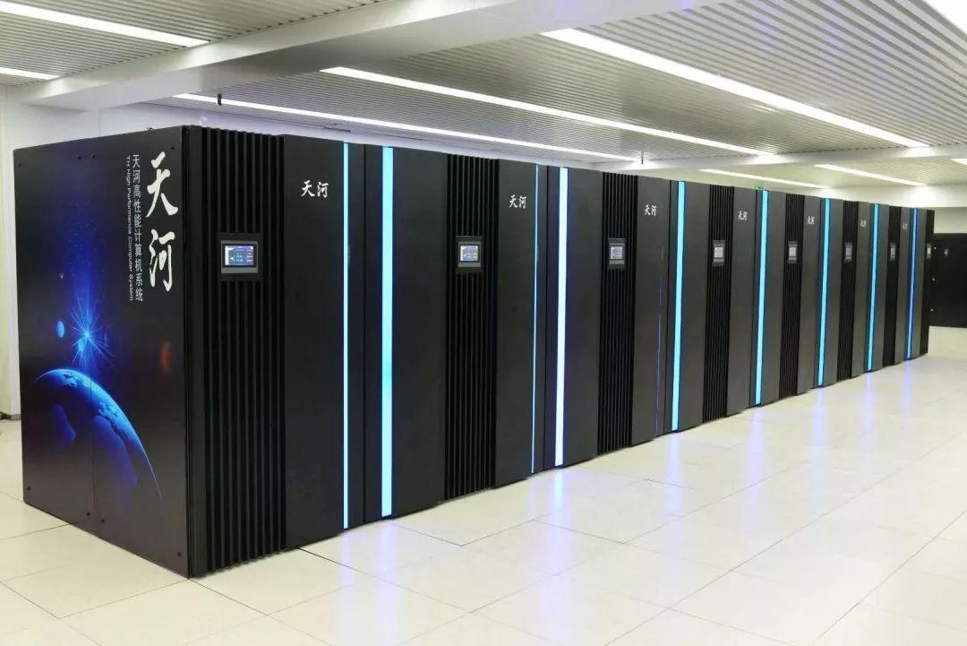 """芯片系统完全""""国产"""",百亿亿次级超算""""天河三号""""原型机完成验收"""