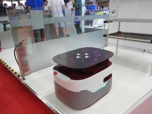 全球领先的定位技术 激光导航AGV炫动机器人大会