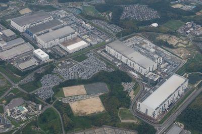 东芝存储公司和西部数据公司共同庆祝位于日本四日市的 FAB 6工厂及内存研发中心投入运营