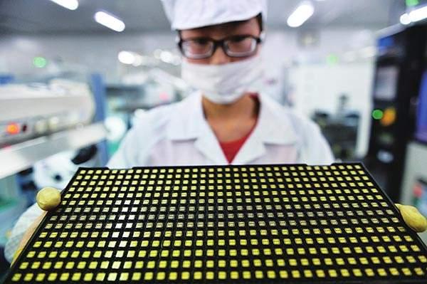 苹果华为争抢首颗7纳米处理器芯片皇冠 高通和三星已掉队?