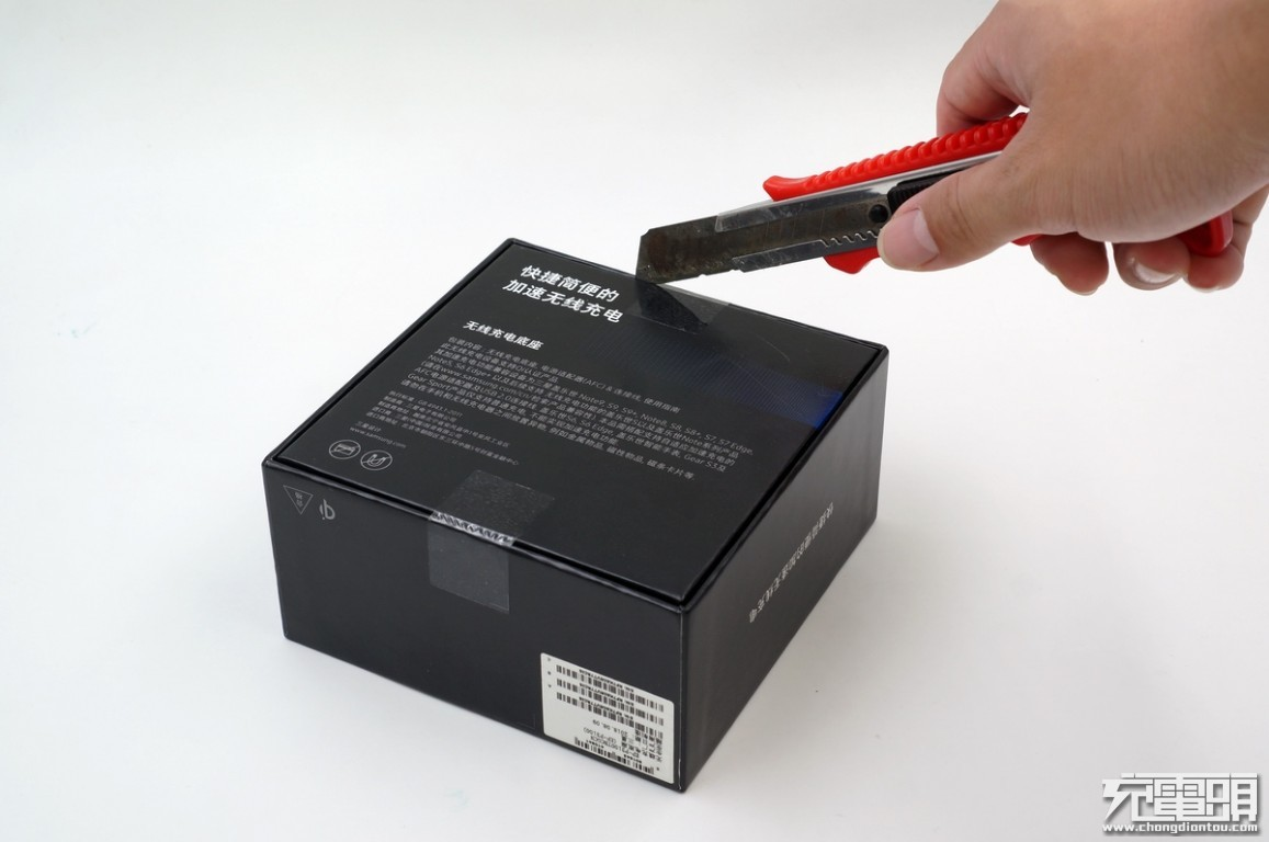 拆解报告:三星无线充电底座(EP-P3100)