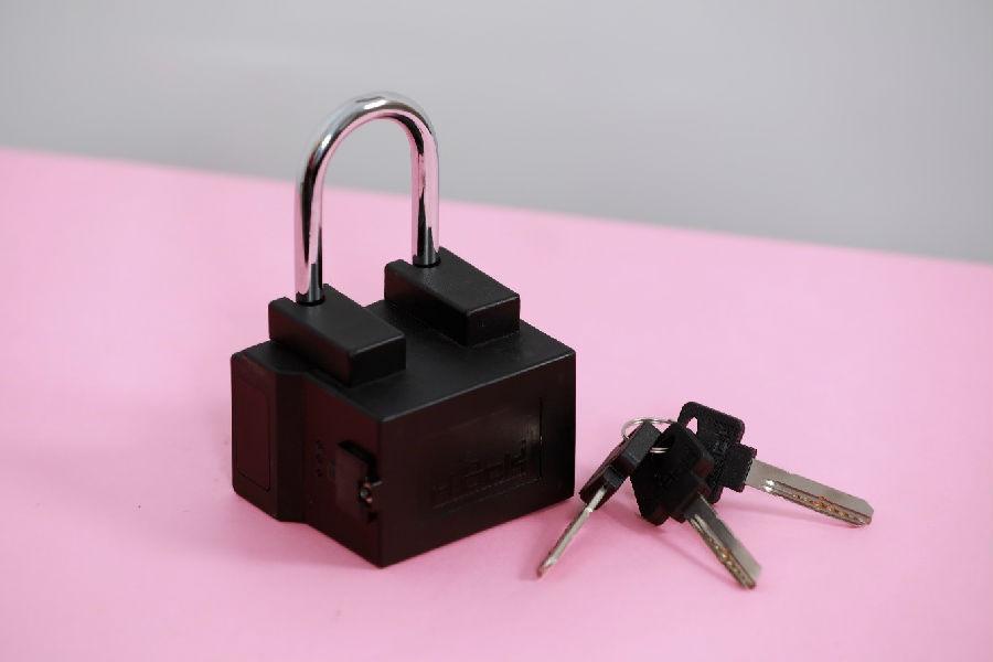 采用u-blox技术的互联挂锁可保护并跟踪运输的货物