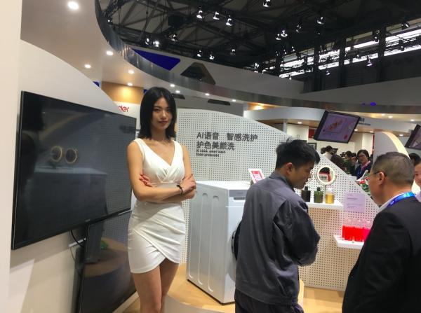 动作频频 三星持续引领全球商用显示器市场