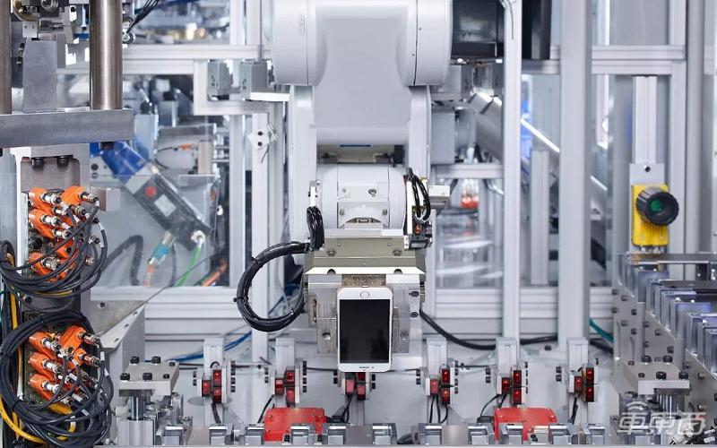 一小时拆200部iPhone 苹果回收实验室首次开放