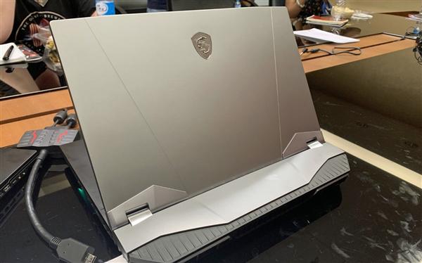 微星发布怪兽笔记本GT76 Titan:全核5GHz i9-9900K、11根热管