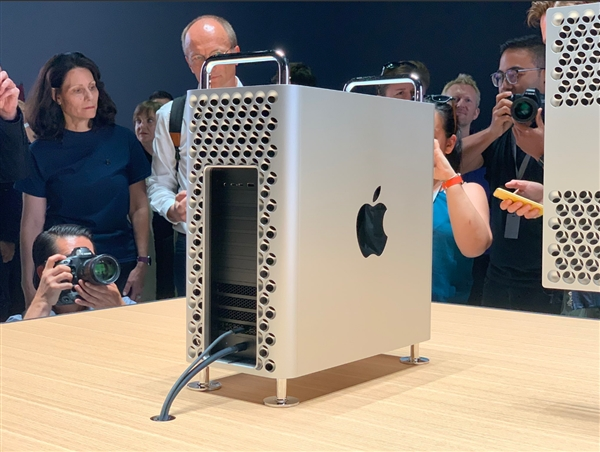 新Mac Pro为何机身要设计这么多圆孔?增大散热面积