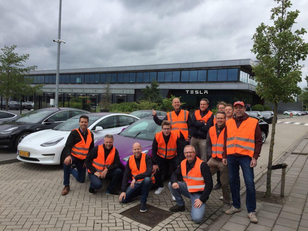 特斯拉Model 3大幅降价 欧洲车主堵门抗议