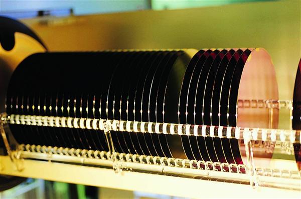 国产半导体又一突破:中芯晶圆8英寸硅片下线 12英寸明年量产