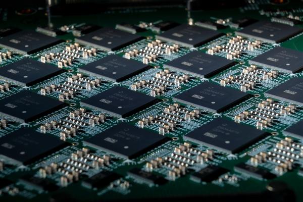 Intel神經擬態芯片64顆互連:800萬神經元