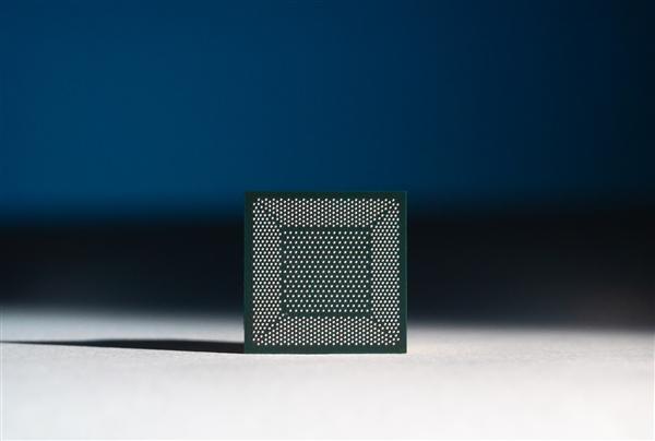Intel神经拟态芯片64颗互连:800万神经元