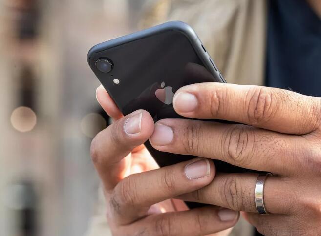 苹果回应屏蔽第三方电池的做法:想要确保大家安全