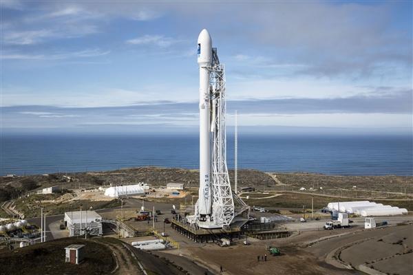 飘在太空中的特斯拉跑车已绕太阳一周 朝火星飞奔而去