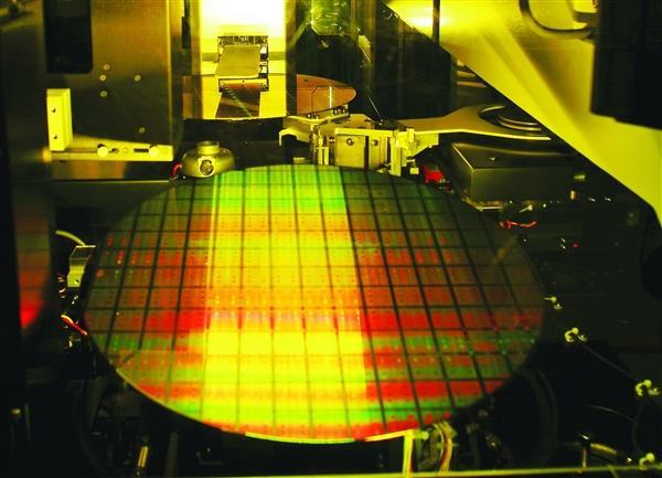 中芯国际称7nm EUV光刻机问题已解决 技术研发步入正轨