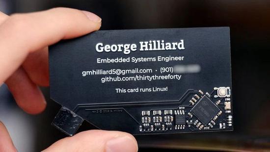 国外达人亲手打造可以运行Linux的名片