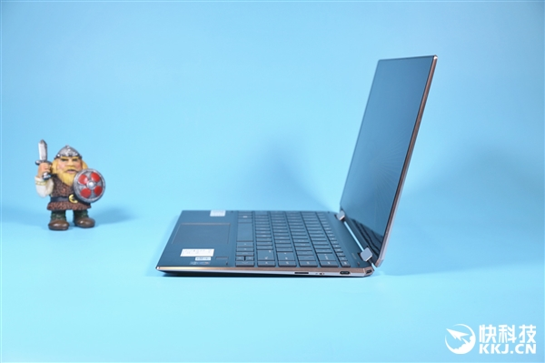 10nm十代酷睿加持 惠普变形本Spectre x360图赏