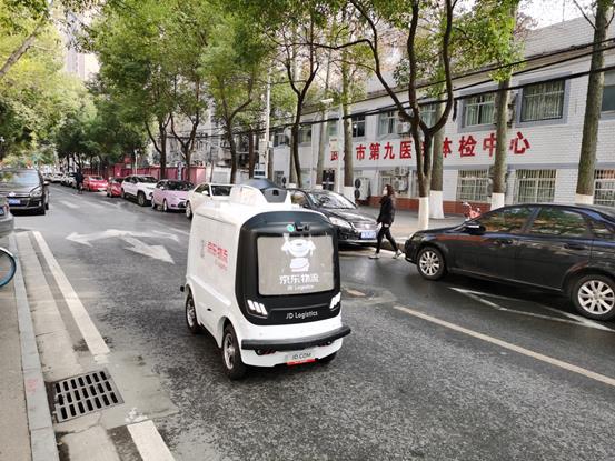 京东:自研智能配送机器人完成武汉第一单