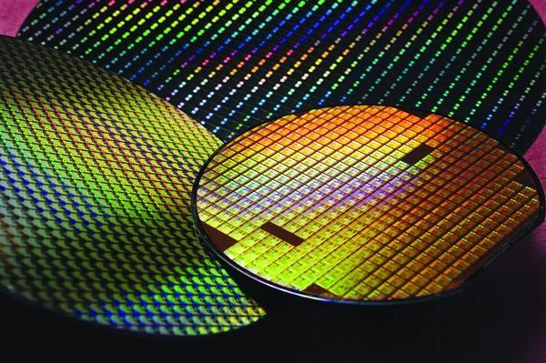ASML研发下一代EUV光刻机:分辨率提升70% 逼近1nm极限
