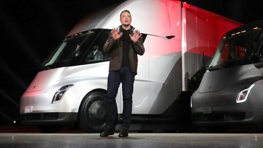 马斯克宣布特斯拉即将开始量产电动卡车但仍未提及上市时间