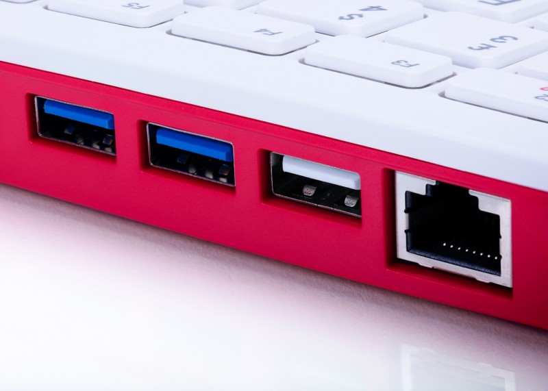 e络盟供货全新Raspberry Pi 400台式计算机