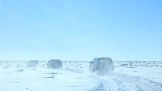 冰天雪地中进行搜索回收专项训练