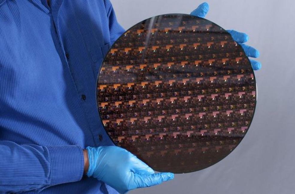 IBM研制全球首款2nm芯片:可容纳500亿个晶体管