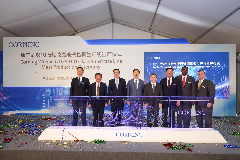 康宁庆祝全新10.5代液晶玻璃基板工厂在华量产