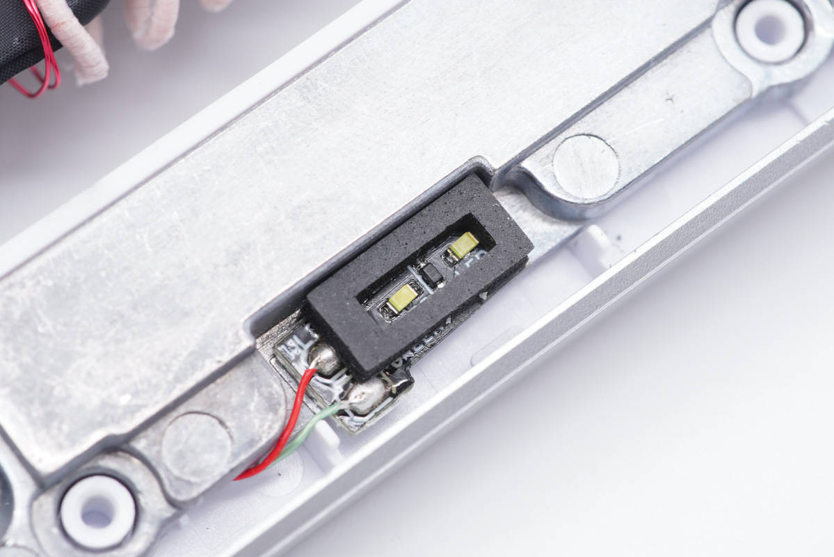 拆解報告:iQOO  50W無線閃充立式充電器CH2177-充電頭網