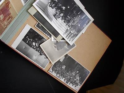 装满旧相片的相册