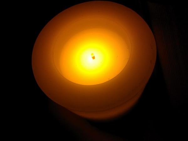 超自然的LED烛光蜡烛